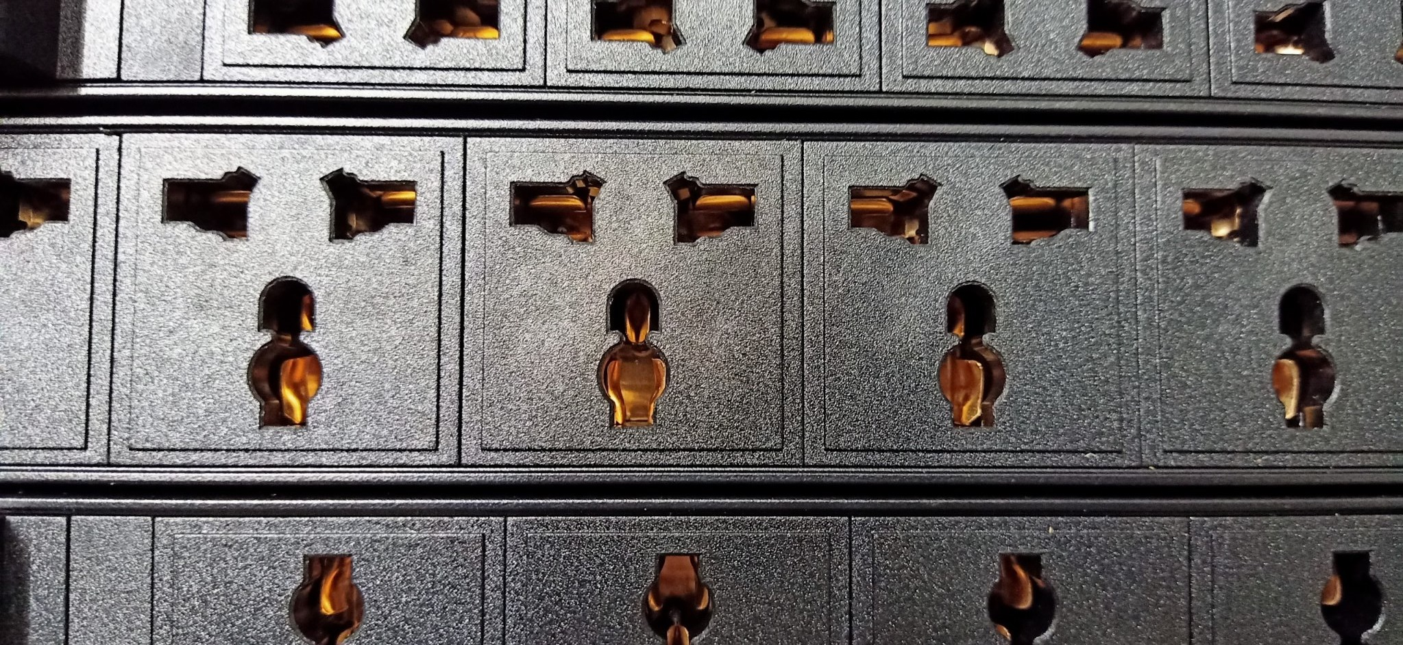 Thanh nguồn PDU 7 ổ cắm đa năng có MCB 2P 16A cho tủ Rack server
